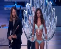 Moves Like Jagger AMA 2011 Video Clip